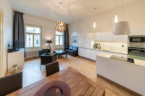 A kitchen or kitchenette at Old Town - Dusni Apartments
