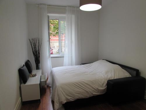 A bed or beds in a room at Beau T2 au centre de Strasbourg
