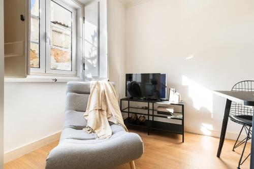A television and/or entertainment center at Designer 2bed1bath, mins to famed Ramiro Restaurant