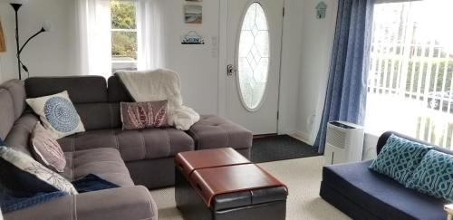 A seating area at Blue Waters Cottage