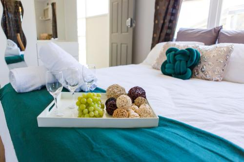 A bed or beds in a room at Studio with private kitchennette Cessnock Hunter Valley