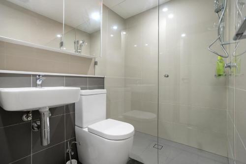 A bathroom at Lindfield Quiet&Brand New 2 Bedroom Apt