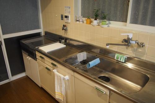 A kitchen or kitchenette at Love Kyoto Kyoenkan