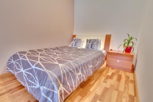 Vuode tai vuoteita majoituspaikassa Daily Apartments- Viru Sunny Studio with Balcony