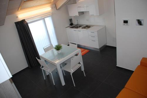 A kitchen or kitchenette at Residence Villa Gori