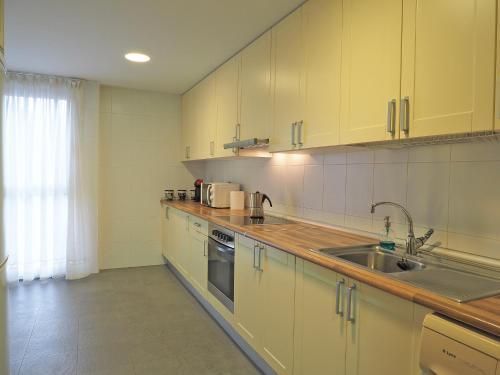 Una cocina o zona de cocina en APARTAMENTO BOLTAÑA