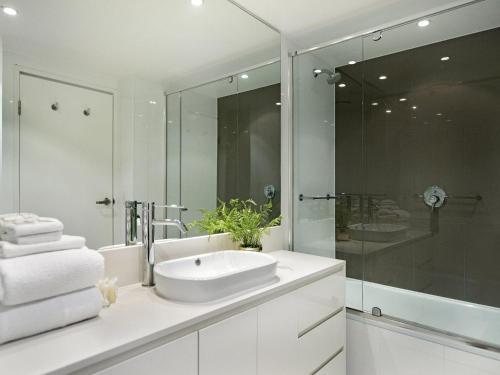 A bathroom at 2 Bedroom Ocean View 27 Floors above H-Residences