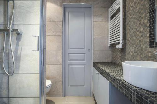 Ein Badezimmer in der Unterkunft Apartment Opéra / Galeries Lafayette