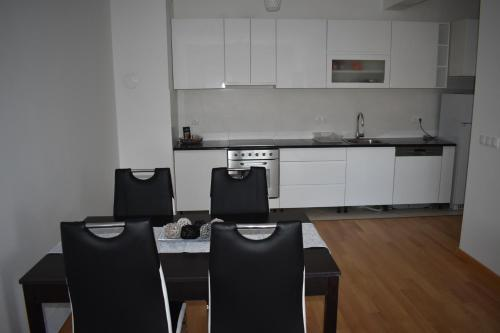 A kitchen or kitchenette at Apartment Exclusive
