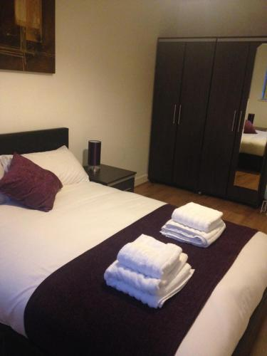 A bed or beds in a room at Canary Wharf - Elektron Tower