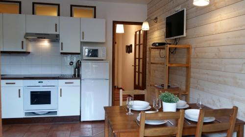 A kitchen or kitchenette at Les Séracs