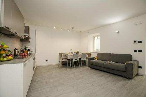 A seating area at Appartamento Arco Varignano