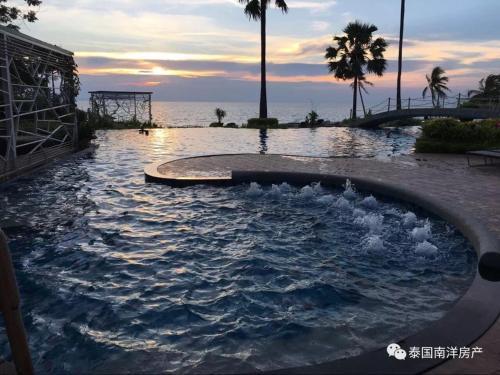 Бассейн в The Palm Beach Front или поблизости