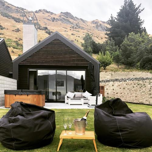 Remarkable Guesthouse Lake Hayes Suite Queenstown New Zealand Gmtry Best Dining Table And Chair Ideas Images Gmtryco