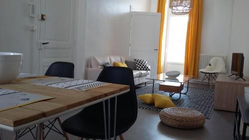 A seating area at Appartement Côté Balcon