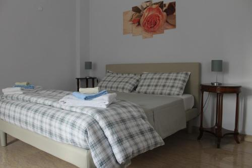 A bed or beds in a room at Appartamento Monteverde