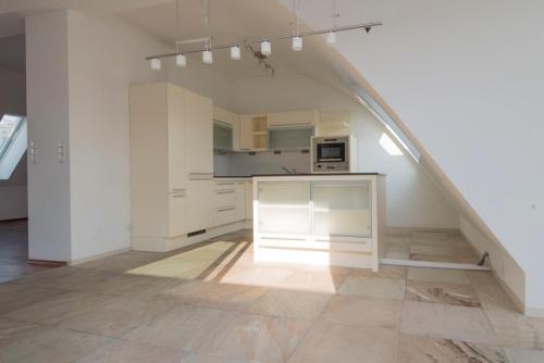 A kitchen or kitchenette at Rennweg Top Apartment