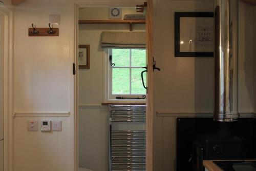A kitchen or kitchenette at Valley Hideaway