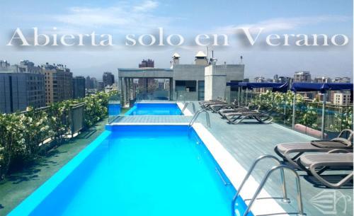 A piscina localizada em Tecni Apartments ou nos arredores