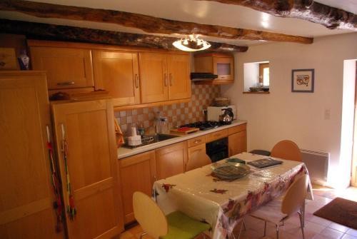 Cuisine ou kitchenette dans l'établissement Quercy Stone Gite Marcilhac