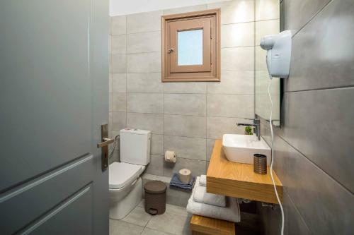 A bathroom at Villa Orchard