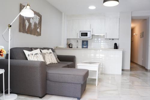 A seating area at Rio Marinas Apartments Casasol