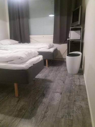 Un ou plusieurs lits dans un hébergement de l'établissement Kempeleen Moottorimaja