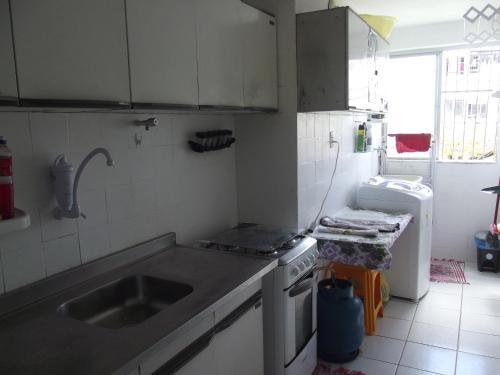 A kitchen or kitchenette at meu lar