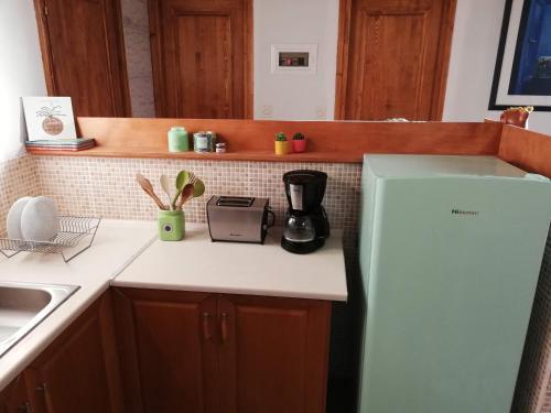 Η κουζίνα ή μικρή κουζίνα στο Alice House