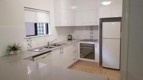 A kitchen or kitchenette at Nautilus Holiday Apartments
