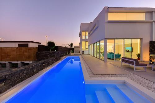 The swimming pool at or near VILLAS GOLDEN GRAN CANARIA