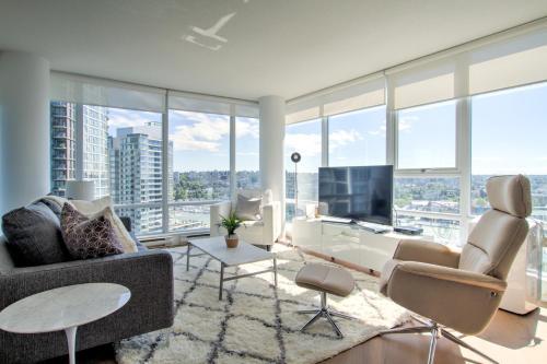 Area soggiorno di Suited Stay Vancouver
