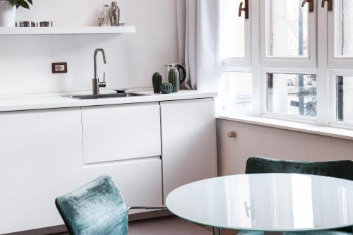 A kitchen or kitchenette at NEW - Beautiful apartment in a perfect location