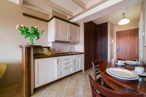 Кухня или мини-кухня в Apartamenty Portowe
