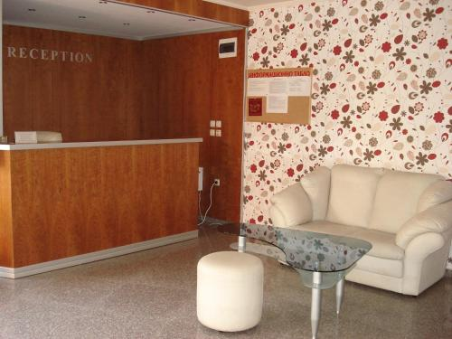 The lobby or reception area at Pacific 3 Apartments