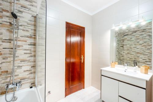 A bathroom at My Place @ Faro Ria Views