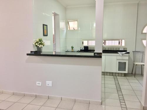 A kitchen or kitchenette at Apartamento Miraluz Enseada