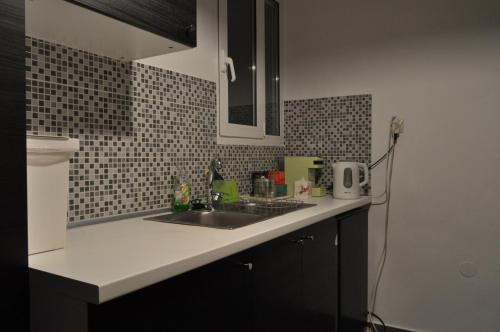 Küche/Küchenzeile in der Unterkunft Awesome Home 3' from Metro (M3) Station Agia Paraskevi