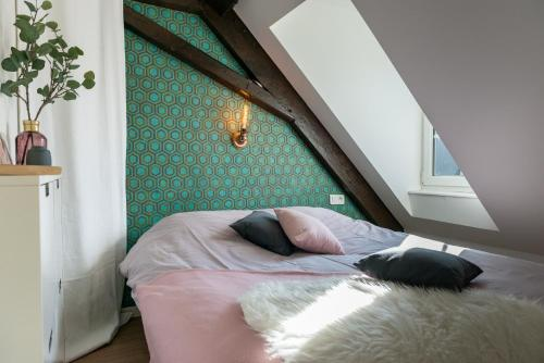 A bed or beds in a room at Strasbourg Mon Amour