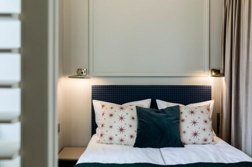 A bed or beds in a room at Moja apartments