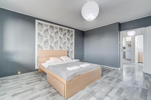 A bed or beds in a room at Szczecin Owl Apartment