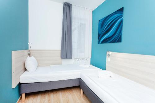 A bed or beds in a room at Maple Tree Budget Apartments