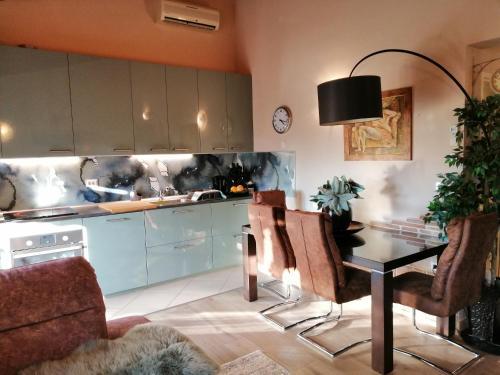 O bucătărie sau chicinetă la Apartment Saby