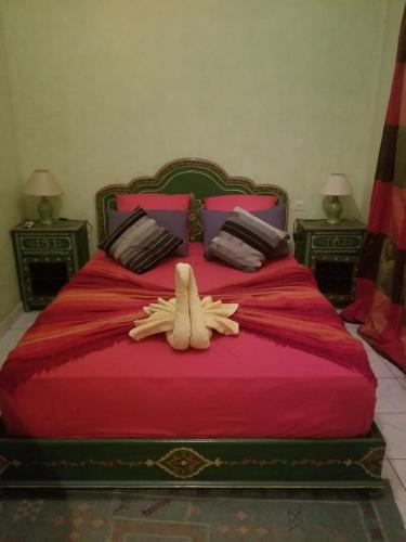 A bed or beds in a room at Ryad zahra