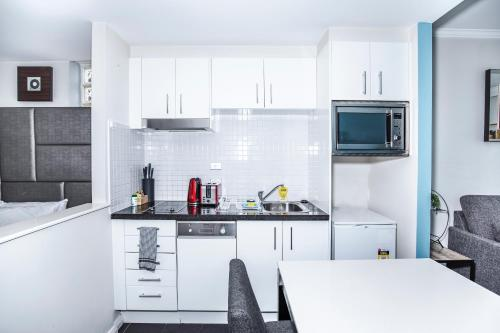 A kitchen or kitchenette at DD Apartments on Kent Street