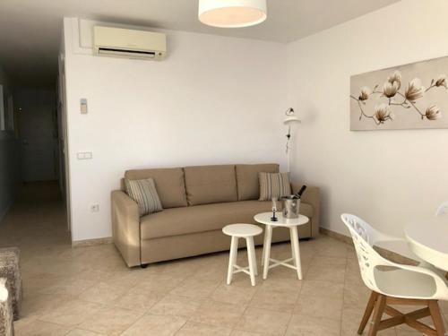 A seating area at Los Fernandos 2 Bedroom Apartment