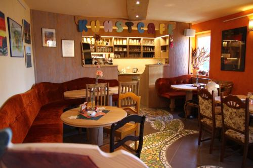 The lounge or bar area at Kunsthof Eibenstock