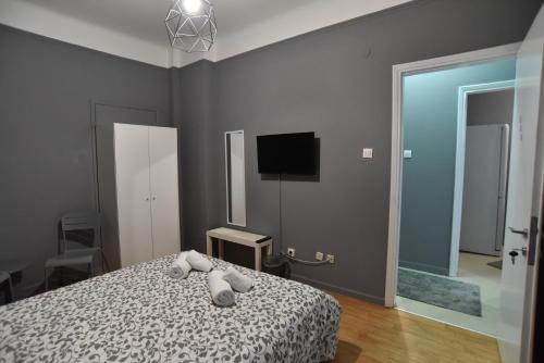Ένα ή περισσότερα κρεβάτια σε δωμάτιο στο Center Travellers Apartment