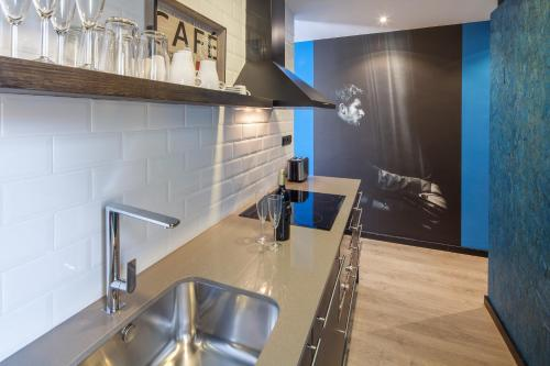A kitchen or kitchenette at Habitat Apartments Cool Jazz