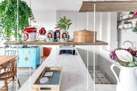 Kuchnia lub aneks kuchenny w obiekcie Charming and quiet flat with balconies and view